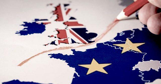 Brexit uitgebeeld via plattegrond noord-west europa versus de UK